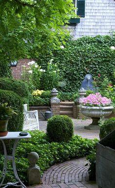courtyard garden A beautiful garden. Courtyard Landscaping, Modern Landscaping, Landscaping Ideas, Small Gardens, Outdoor Gardens, Indoor Gardening, Formal Gardens, Landscape Arquitecture, Modern Landscape Design