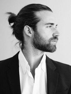 coiffure homme tendance 2016/2017 - le chignon masculin pour cheveux longs