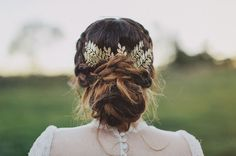 Wedding hairstyle! Loose bun with golden hair pin.