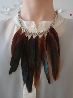 Feather necklace DIY. Love this blog!