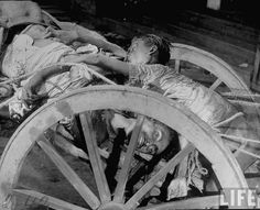 Not published in LIFE. Corpses in a cart prior to being cremated after bloody rioting between Hindus and Muslims, Calcutta (now Kolkata), India, Margaret Bourke-White—The LIFE Picture Collection/Getty Images Rare Images, Rare Photos, Old Photos, Vintage Photos, History Of Pakistan, India And Pakistan, 1947 India, Margaret Bourke White, The Great Migration