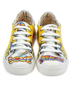 Make an eye-catching move every step with this trendy sneaker boasting a bold print and comfortable fit.Lace-upMan-made upperTextile liningMan-made soleImported