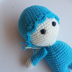 OYUNCAK BEBEK YAPIMI - GÜLAYIN HOBİ EVİ Chrochet, Amigurumi Doll, Crochet Toys, Crochet Projects, Origami, Hello Kitty, Diy And Crafts, Dinosaur Stuffed Animal, Crochet Patterns