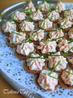 Savulohi Palttoon Napit Real Food Recipes, Healthy Recipes, Healthy Food, Food Porn, Good Food, Yummy Food, Savory Snacks, Sweet And Salty, Party Snacks