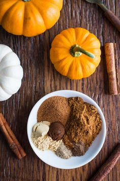 Homemade Pumpkin Pie Spice- this super easy recipe shows you how to make Homemade Pumpkin Pie Spice for all of your favorite fall recipes!