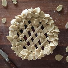 How's this for a little Pie-day Friday inspiration? Creative Pie Crust, Pie Crust Designs, Pie Decoration, Pies Art, Baking Basics, Baking Tips, Pie In The Sky, Crust Recipe, Christmas Desserts