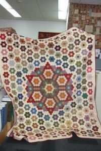 French Dresden, raffle quilt, manor fo retreat photo 003 hexagon quilt English paper piece