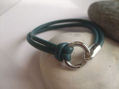 Ein schönes Geschenk...  Edles Wickelarmband aus weichem rundgenähten Nappaleder mit edlem Ringverschluß aus Edelstahl (Edelstahl ist sehr kratzf...