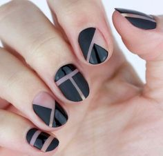 Looking for some elegant negative space nail art designs and ideas? If you want to find a new look in this season, then try some negative space nails. Negative space refers to the area around the object, which is the focus of a particular image. Black Nail Art, Black Nail Polish, Black Nails, Matte Nails, Matte Black, Nail Design Stiletto, Nail Design Glitter, Nails Design, Stiletto Nails