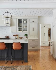 Oak Kitchen Cabinets, Painting Kitchen Cabinets, Kitchen Furniture, Kitchen Interior, Kitchen Decor, Navy Kitchen, Hague Blue Kitchen, Condo Interior, Kitchen Designs