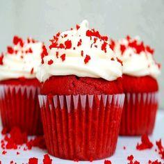 Aprenda fazer a Receita de Cupcake Red Velvet. É uma Delícia! Confira os Ingredientes e siga o passo-a-passo do Modo de Preparo!