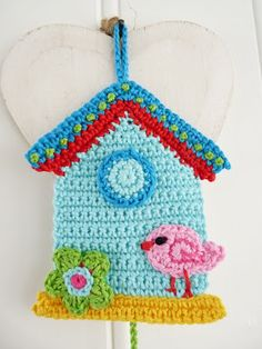 Such a cute little birdhouse!  http://www.teenyweenydesign.blogspot.com/