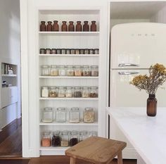 A Stow Custom Pantry kit in the stunningly simple home of 🍃 New Kitchen, Kitchen Dining, Kitchen Decor, Kitchen Interior, Kitchen Ideas, Custom Pantry, Restaurant, Simple House, Kitchen Storage