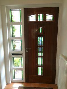 Voordeurpartij met glas in lood.  www.glasinlood-dekempen.nl