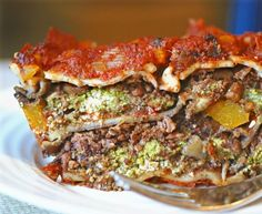 """Meaty #Vegan Spinach Pesto Lasagna. You won't believe what this #soyfree """"meat"""" is made of! #recipe 