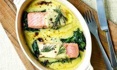 Fisk er meget nemt at tilberede, og denne ret kan man lave på dage, hvor det skal gå ekstra hurtigt. Fish Dishes, Fish And Seafood, Starters, Hummus, Food And Drink, Yummy Food, Cheese, Chicken, Breakfast