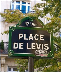 La place de Lévis  (Paris 17ème).