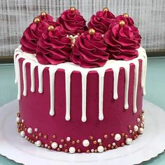 Cherry and pistachio mini-cakes - HQ Recipes Cake Decorating Frosting, Cake Decorating Designs, Creative Cake Decorating, Cake Decorating Videos, Birthday Cake Decorating, Cake Decorating Techniques, Creative Cakes, Birthday Cake Designs, Cake Decorating Amazing