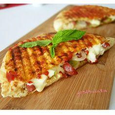 """2,472 Beğenme, 67 Yorum - Instagram'da Yeşil Salata (@yesilsalata): """"Haftasonu kahvaltılarını yakışır bir tarifim var 👌👌 Bazlama Tost ;  1 adet Bazlama 6 dilim taze…"""""""