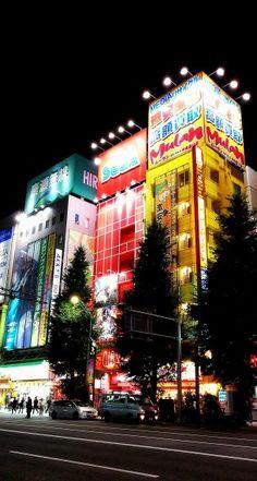 Otaku Kaufhäuser und Spielhallen in Akihabara #akihabara #maid #otaku #cosplay