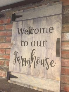 Welcome to our Farmhouse Faux Barn Door Sign Farm Signs, Diy Wood Signs, Rustic Wood Signs, Pallet Signs, Rustic Barn, Barn Door Decor, Diy Barn Door, Barn Board Projects, Diy Projects