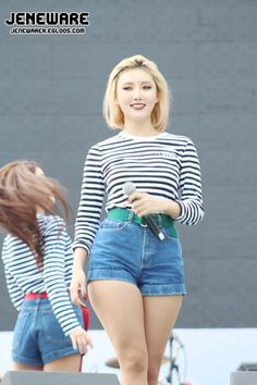 I love Hwasa for her vocals and rapping. But, what I love the most about her are her curves and the fact she exudes confidence and owns her body! Hwasa is by no means fat, but she is curvy and its just nice to see a curvy Korean woman in the public eye. BEAUTIFUL, FIERY MAKNAE AND I WOULD NOT CHANGE A THING ABOUT HER ❤️ #Hwasa #MAMAMOO