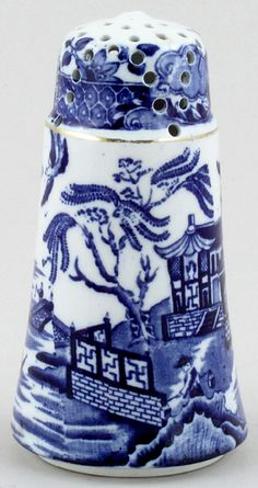 Sugar shaker circa Burleigh Ware 'Willow' pattern in blue, made in England Blue Willow China, Blue And White China, Blue China, Love Blue, Red White Blue, Cobalt Blue, Blue Dishes, White Dishes, Willow Pattern