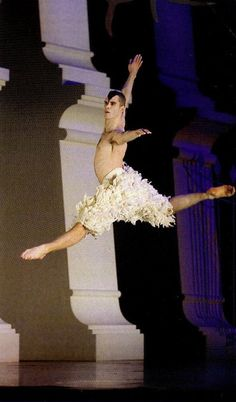 Matthew Bourne's Swan Lake Ballet Boys, Ballet Dancers, Dance Photos, Dance Pictures, Ballet Photos, Adam Cooper, Swan Lake Costumes, Swan Lake Ballet, Billy Elliot