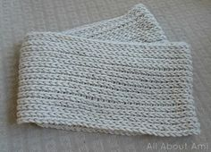 """The camel stitch or knit stitch, allows crocheters to create projects with a """"knitted v"""" look. Credits goes to All About Ami"""