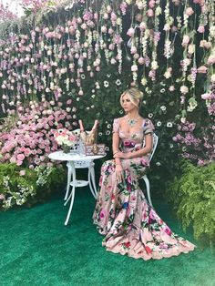 Lala Rudge Lovely floral dress and surroundings Wedding Dress Patterns, Wedding Dresses, Gala Dresses, Formal Dresses, Kinds Of Clothes, Formal Prom, Flower Dresses, Classy Outfits, Dress To Impress