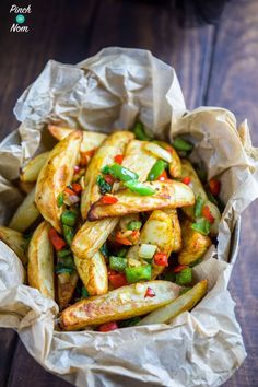 These Syn Free Salt and Pepper Chips have become one of our favourite 'Fakeaway' recipes as it tastes just like the ones you get from the takeaway. Side Dish Recipes, Veggie Recipes, Vegetarian Recipes, Cooking Recipes, Healthy Recipes, Curry Recipes, Healthy Options, Potato Recipes, Healthy Meals