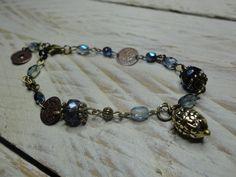 bracelet boheme rétro vintage perles bleu et bronze, breloques : Bracelet par luminance