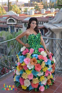 600 fantasy flower balloons to make this beautiful dress