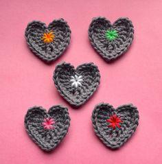 Hartjes haken : gratis haakpatroontje / crocheting little hearts : free crochet pattern - vicarnos mama