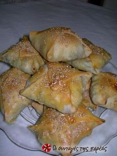 Kalitsounia with Spinach & Mizithra Cheese, Crete, Greece Mizithra Cheese, Greek Pastries, Greek Appetizers, Mezze, Good Food, Yummy Food, Greek Cooking, Greek Dishes, Greek Recipes