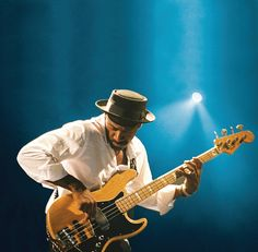 Marcus Miller. Yeah! What a great bass guitarist!  Love he's style!