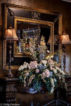 Tuscan decor – Mediterranean Home Decor Tuscan House, Mediterranean Home Decor, Boutique Homes, Tuscan Decorating, Old World Decorating, Gold Walls, Tuscan Style, Tuscan Design, Beautiful Interiors
