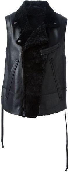 €1,119, Veste sans manches en cuir noir Ann Demeulemeester. De farfetch.com. Cliquez ici pour plus d'informations: https://lookastic.com/men/shop_items/131426/redirect