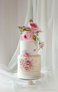 Wedding Cakes Fondant Flowers Wafer Paper For 2019 Bolo Floral, Floral Cake, Wafer Paper Flowers, Fondant Flowers, Wedding Cake Prices, Wedding Cake Designs, Fondant Wedding Cakes, Fondant Cakes, Beautiful Wedding Cakes