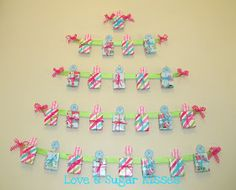Mini Present Christmas Countdown- love the use of raisin boxes; so cute! Good use for scraps of leftover Christmas paper.