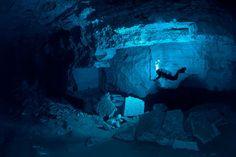 Esta es la cueva Ordinskaya, es la cueva acuática más grande de Rusia y más larga del mundo. El fotógrafo Viktor Lyagushkin fotografió la cueva que pocas  ha sido explorado.