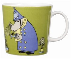 This green Moomin mug featuring the Inspector was released in 2009 and was elegantly illustrated by Tove Slotte-Elevant. Complete your collection of Moomin mugs with this lovely piece. Also see the other parts of the Moomin Inspector series. Moomin Shop, Moomin Mugs, Tove Jansson, Nordic Design, Ceramic Cups, Issey Miyake, Mug Designs, Home Decor Items, Decorative Items