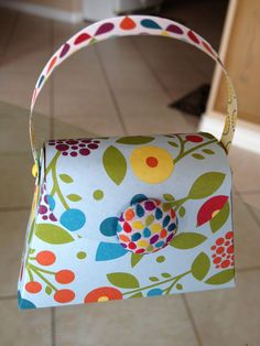 Love the new Petite Purse die from Stampin' Up! (Also can't get enough of the Summer Smooches paper!)  I want one of these dies.......