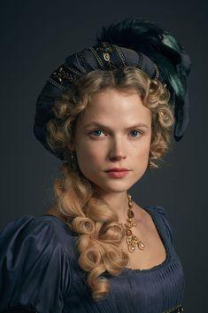 Gabriella Wilde, Season 4