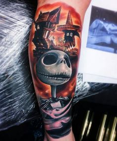 Nightmare before Christmas tattoo Jack Tattoo, Tattoo Set, Disney Tattoos, Tattoo Sleeve Designs, Sleeve Tattoos, Body Art Tattoos, Hand Tattoos, Tattoo Drawings, Alien Vs Predator