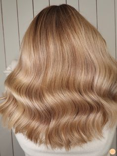 Pale Blonde Hair, Blonde Hair Looks, Golden Blonde Hair, Blonde Balayage, Brunette Hair, Golden Brunette, Hair Inspo, Hair Inspiration, Corte Y Color