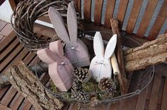 """Pastel wooden bunnys from German """"Mein schöner Garten online"""" 2x4 Crafts, Wooden Crafts, Decor Crafts, Easter Projects, Easter Crafts, Hoppy Easter, Easter Bunny, Spring Crafts, Holiday Crafts"""