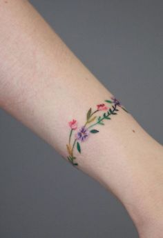 Discreet and charming wrist tattoos you want - Júlia Tril . - Discreet and charming wrist tattoos you& like to have – Júlia Trill Granollers – - Classy Tattoos, Subtle Tattoos, Pretty Tattoos, Beautiful Tattoos, Mini Tattoos, Body Art Tattoos, New Tattoos, Small Tattoos, Wrap Around Wrist Tattoos