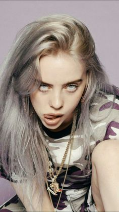 is giving me Billie Eilish is the POP sensation we never knew we needed! From her killer streetwear fashion to her silvery-blue-grey hair, her whole energy is so badass… not to mention. Billie Eilish, Pretty People, Beautiful People, Blue Grey Hair, Streetwear Mode, Streetwear Fashion, Celebs, Celebrities, Silver Hair
