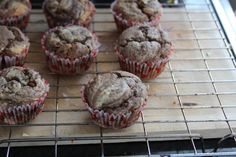 Caramel & chocolate cupcakes, vegan - from paperbagblog